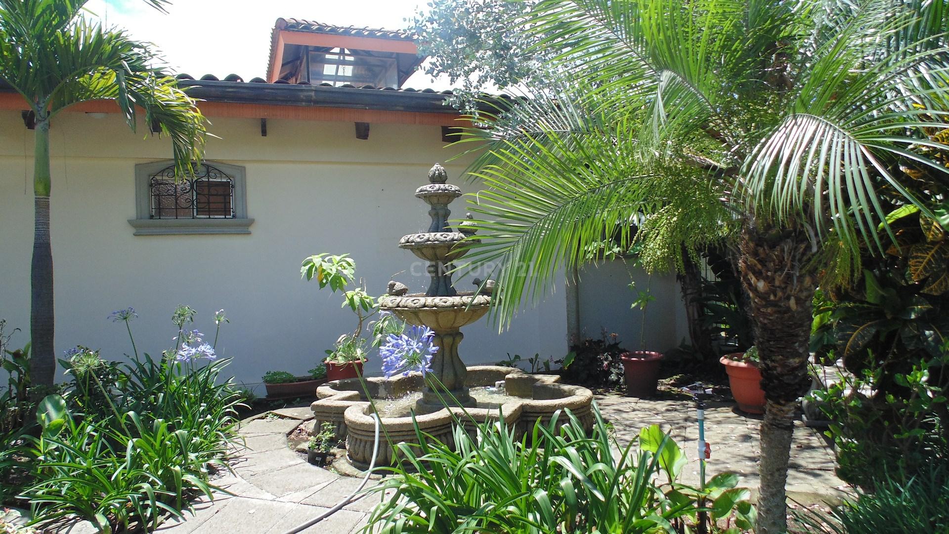 Venta de casa amplia estilo colonial , San Antonio Escazú, $775,000