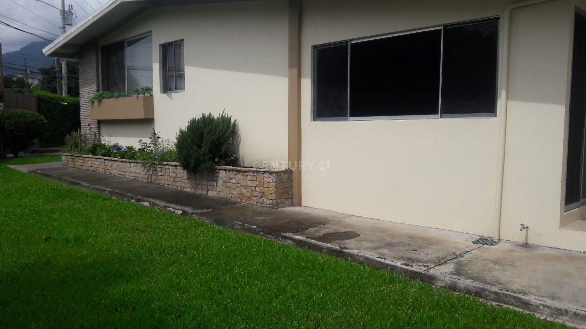 Se vende espaciosa y moderna casa, Los Laureles Escazú, $595,000