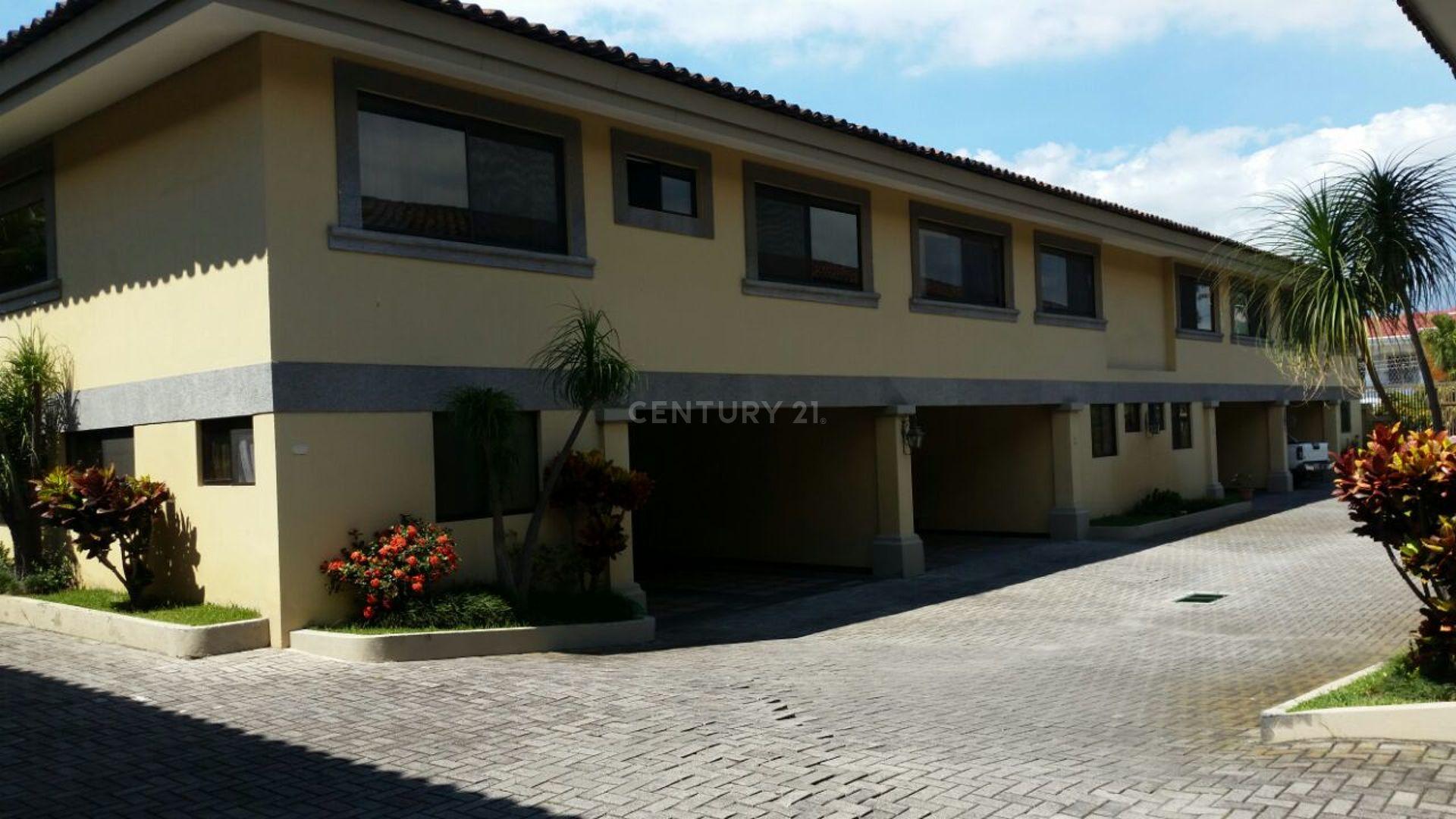 Se Vende apartamento en condominio, en trejos Montealegre