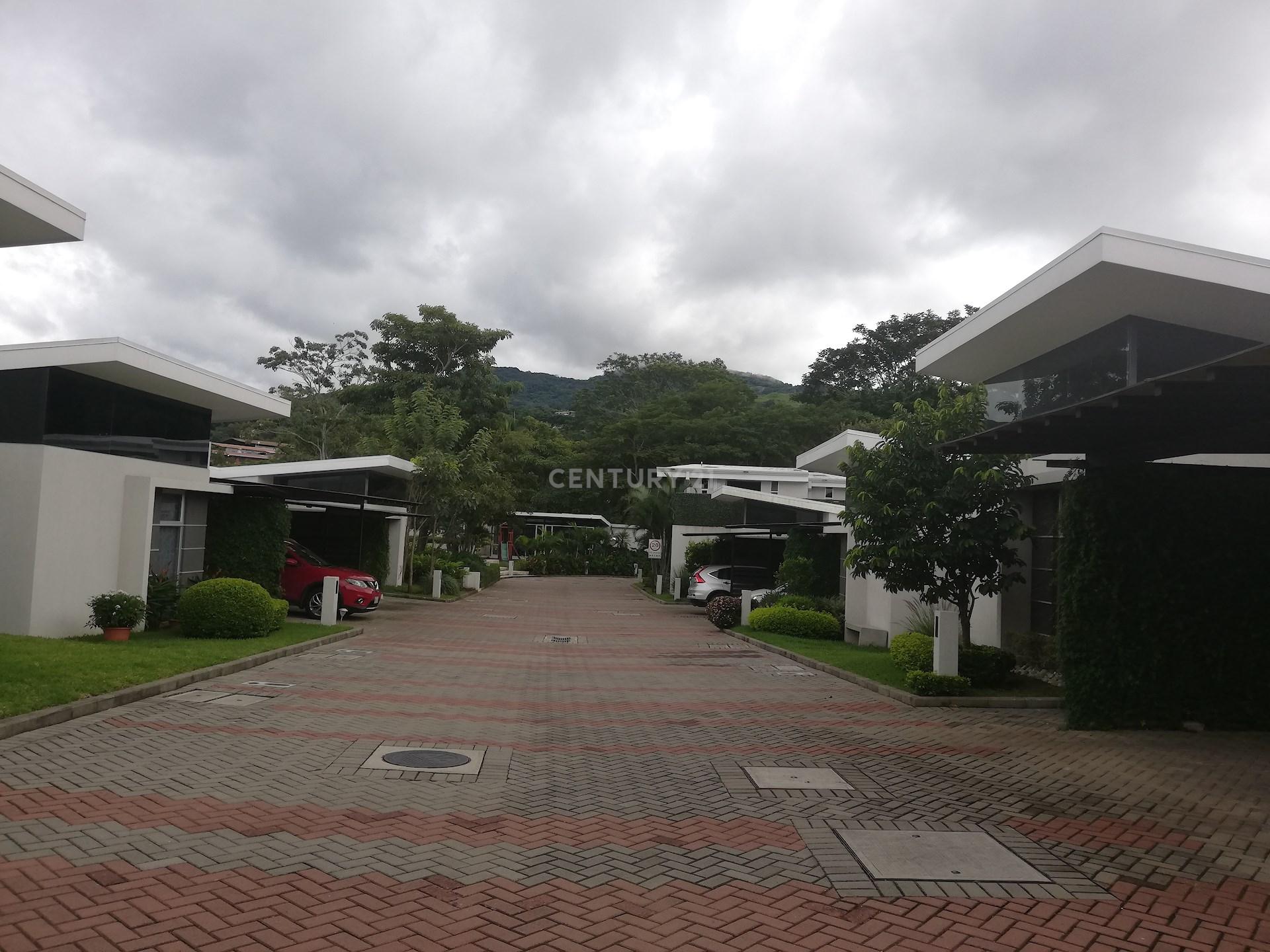 VENTA DE CASA CONTEMPORÁNEA EN BRASIL DE SANTA ANA