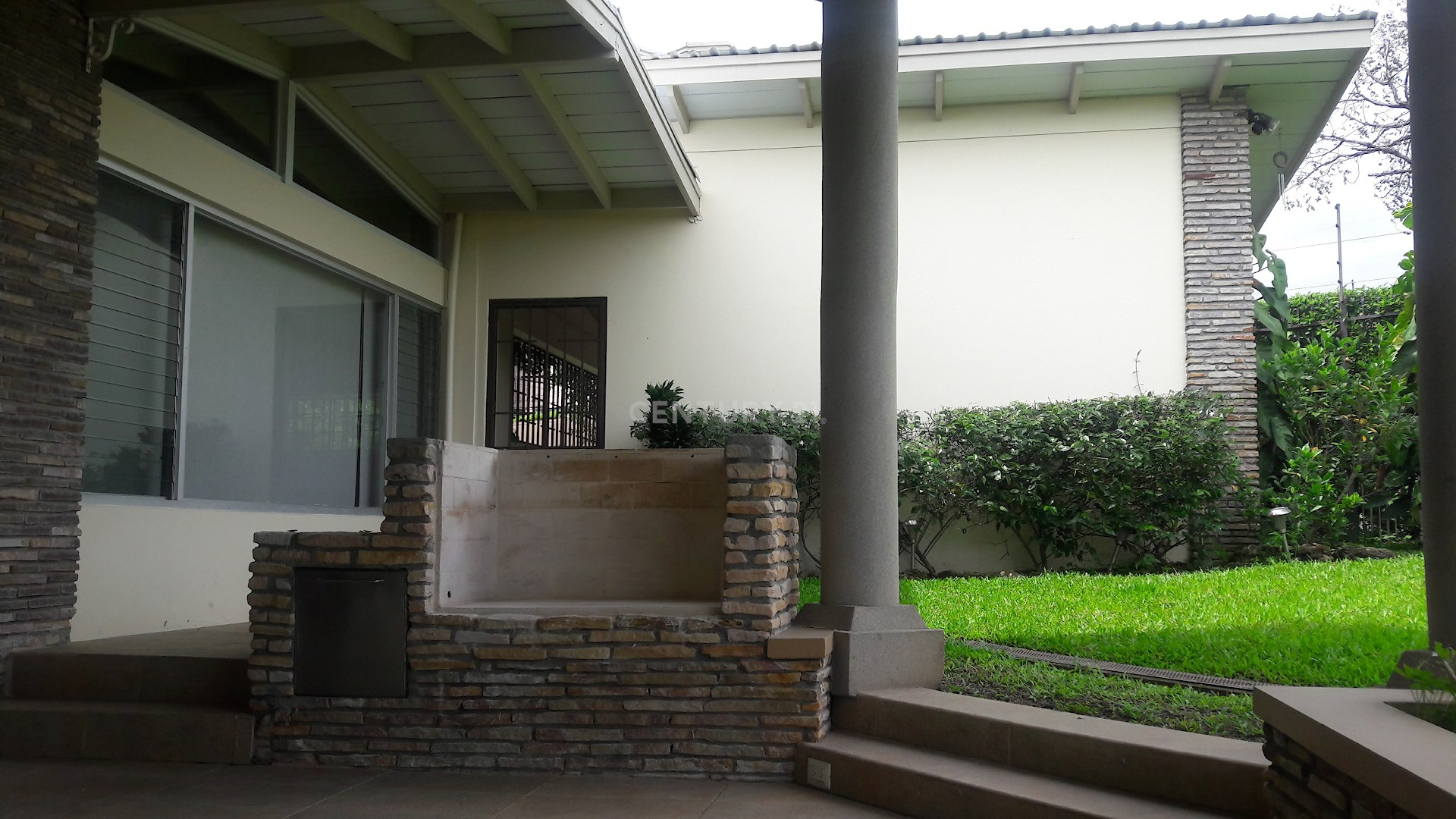 Se vende espaciosa y moderna casa, Los Laureles Escazu, $595,000