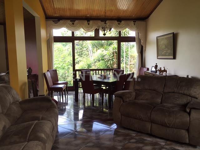 Venta de Hermosa Casa en Alajauela Desamparados