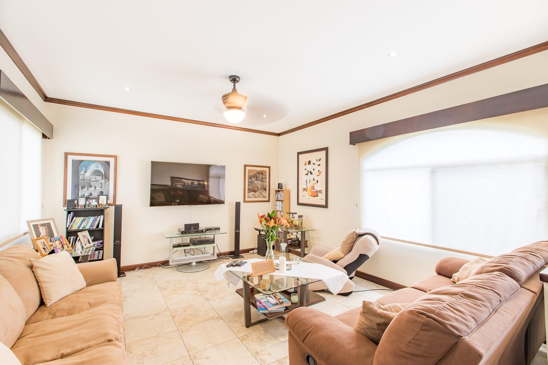 Lujosa casa en zona de Lindora detalles de lujo Condominio Exclusivo