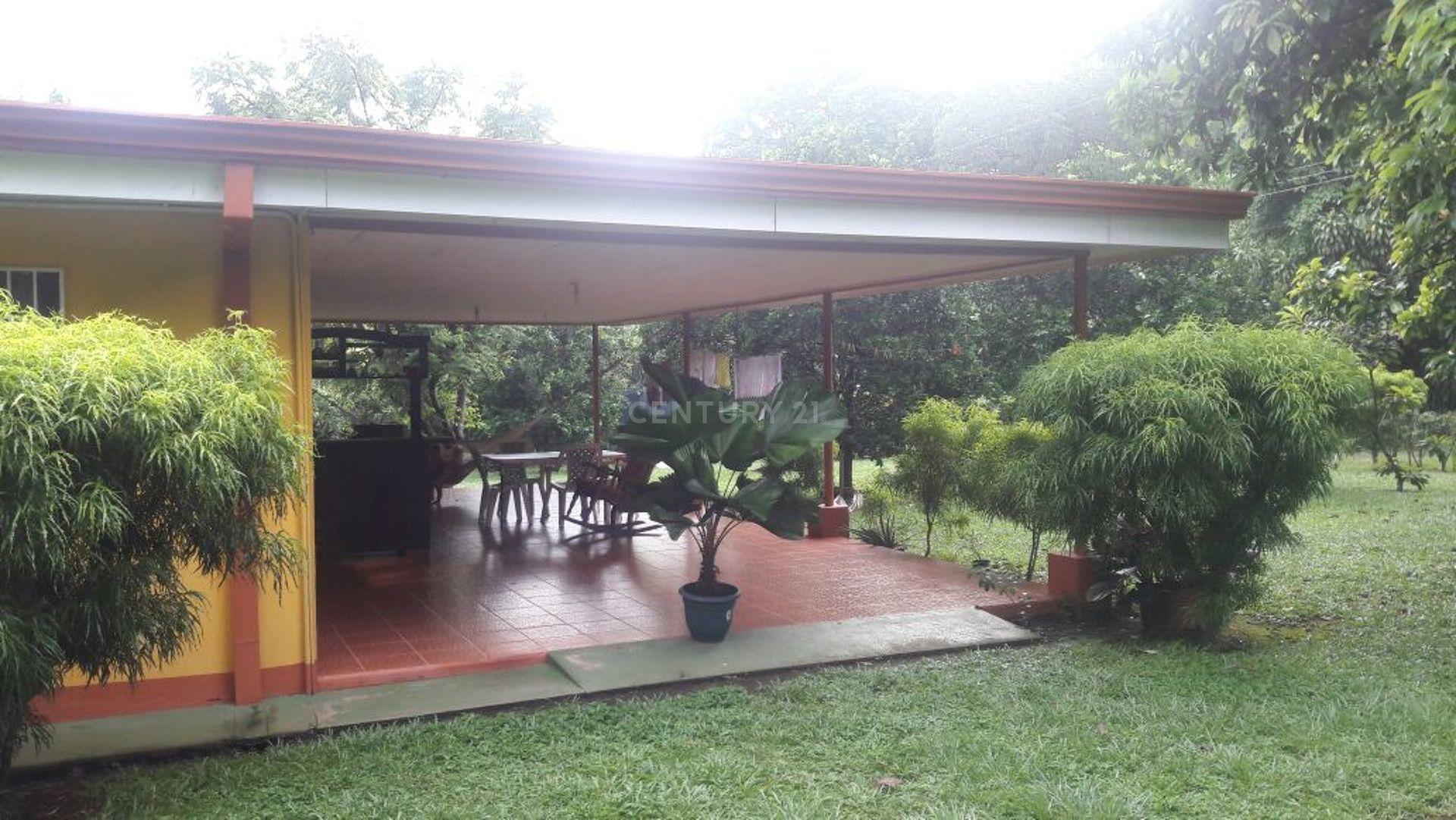 Se vende casa con hermoso terreno, Orotina, Alajuela,