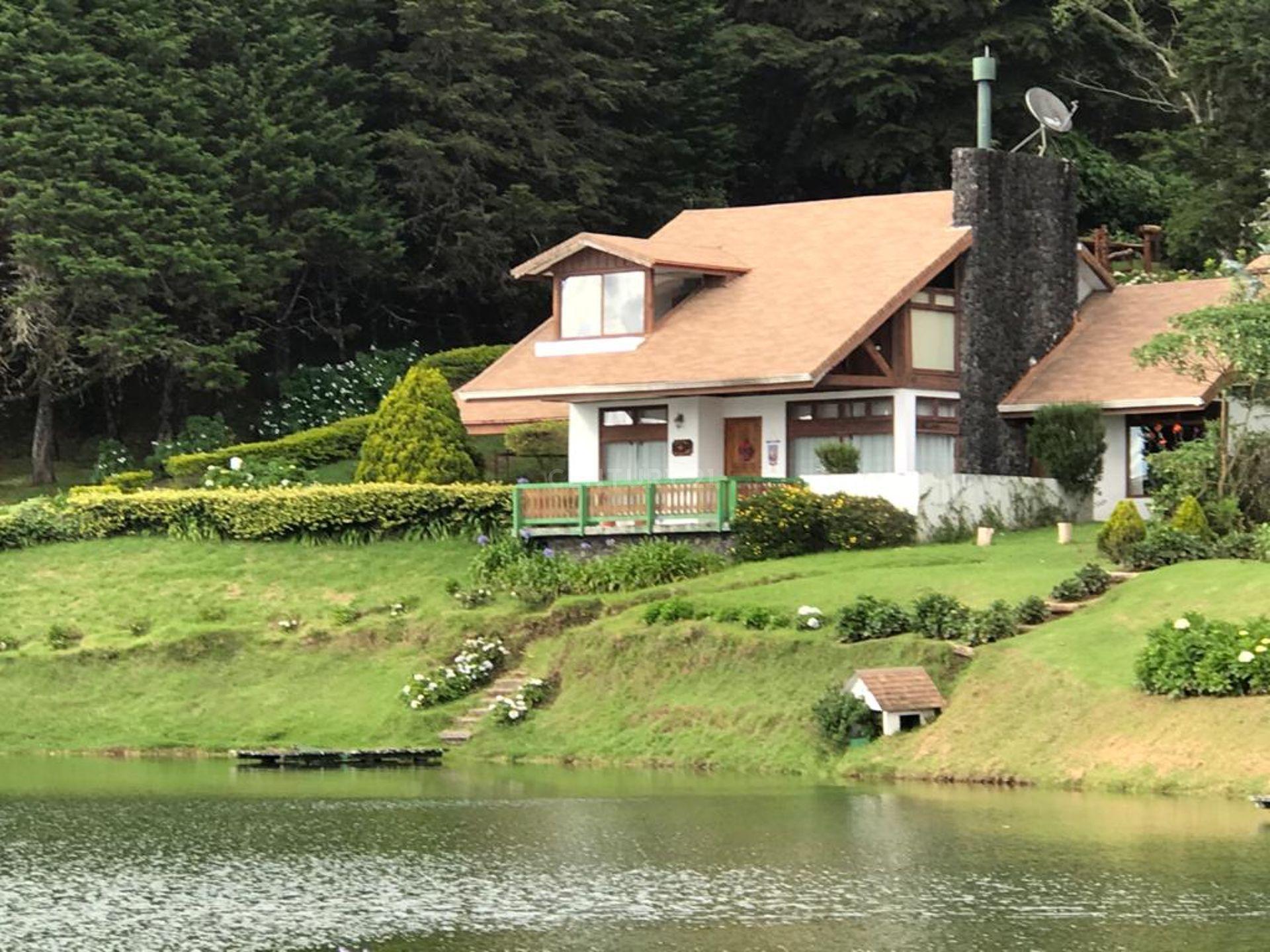 VENTA DE BELLA CASA EN EXCLUSIVO CONDOMINIO UBICADA EN  SANTA BARBARA DE HEREDIA