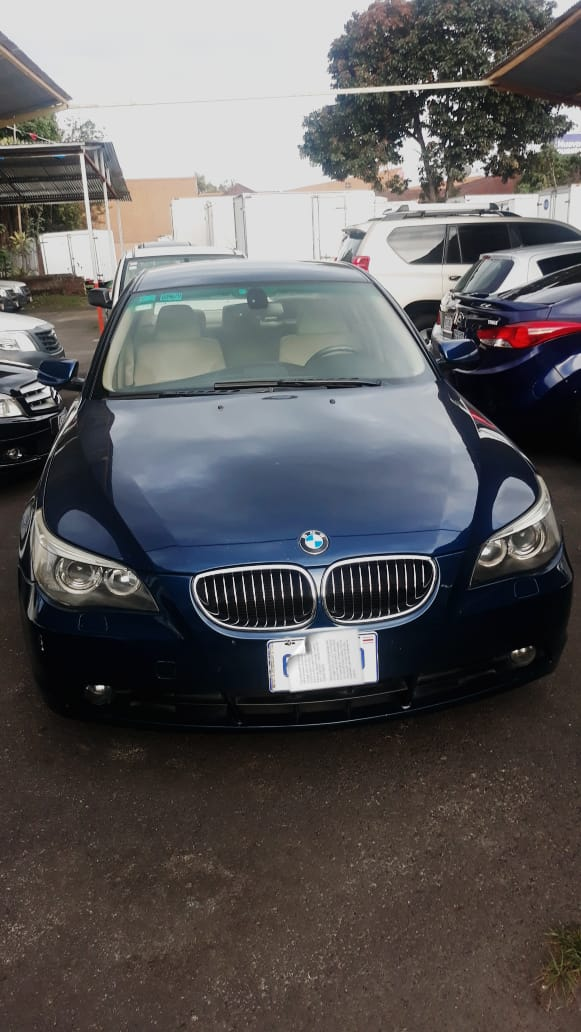 Elegante BMW 2004 Negro