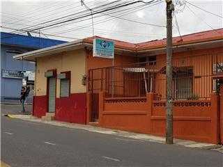 Se vende lote con 2 casas y un local comercial, Cartago, Central, Costa Rica. (22077)