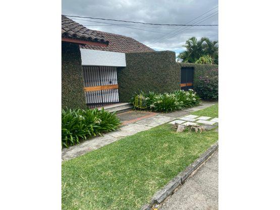 Casa independiente de un nivel en venta, Los Laureles. San Rafael de Escazú