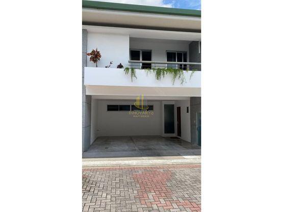 Amplia casa en condominio a la venta, Bello Horizonte de Escazú