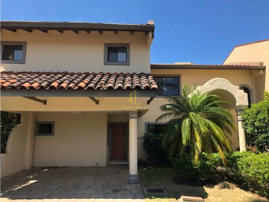 Casa de dos plantas en condominio a la venta, Río Oro de Santa Ana