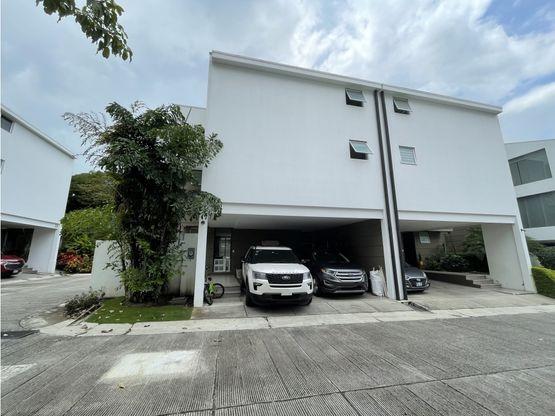 Casa contemporánea de tres niveles a la venta en Valle Soleado, Santa Ana