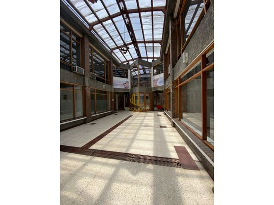 Local comercial de 136 m2 en alquiler, CC Trejos Montealegre
