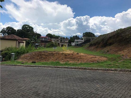 Lote residencial de 652 m2 en venta, Condominio Bosque Escondido. Brasil de Mora