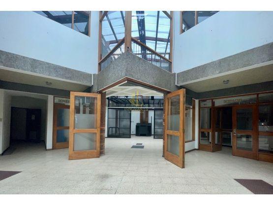 Local comercial de 324 m2 en alquiler, CC Trejos Montealegre