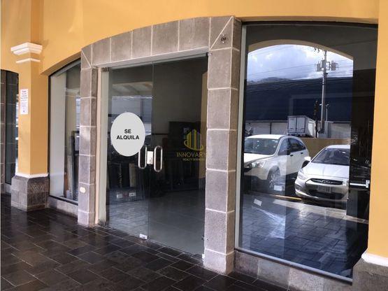 Local comercial remodelado de 135 m2 en alquiler, Guachipelín de Escazú