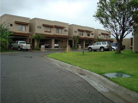 Casa en condominio disponible en venta, Pozos de Santa Ana