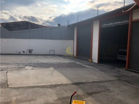 En venta bodegas y oficinas de 2622 m2, La Uruca