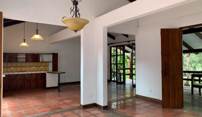 Alquiler  de Casa en Santa Ana #71