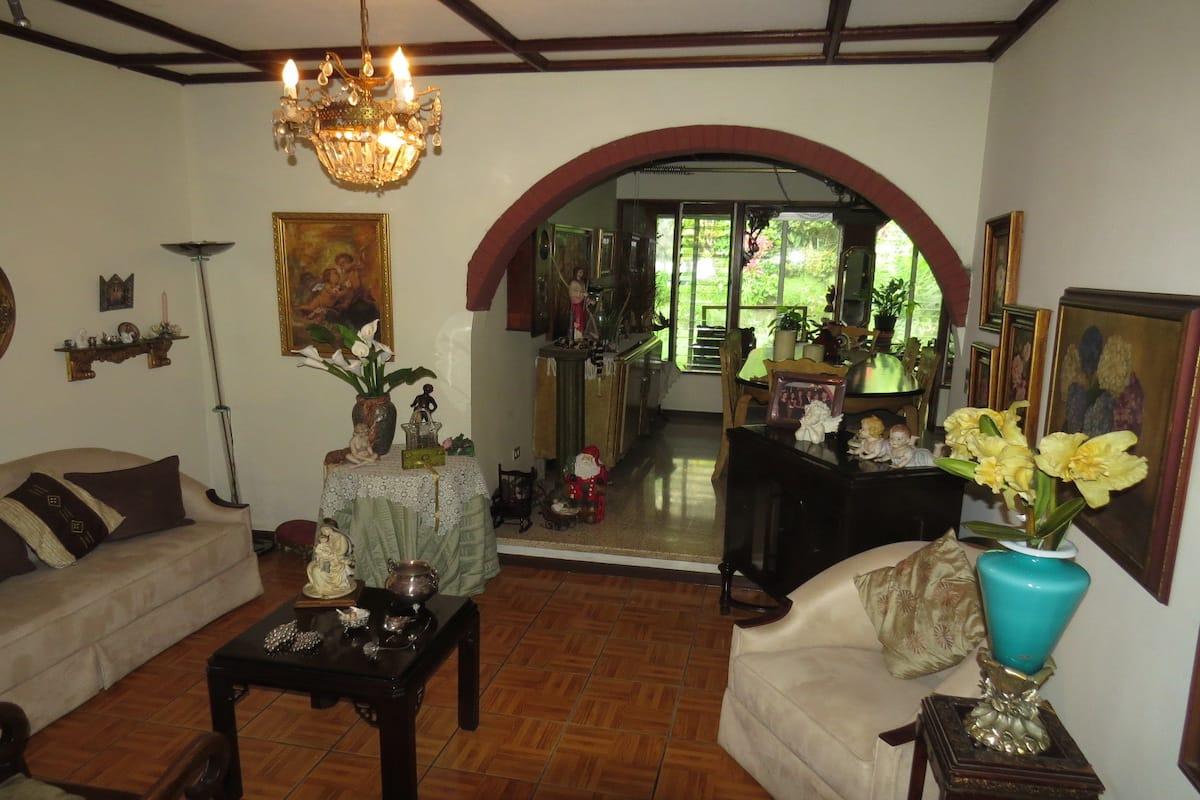 Alquiler de casa en Alajuela centro, Urbanización La Tropicana, $1.500=