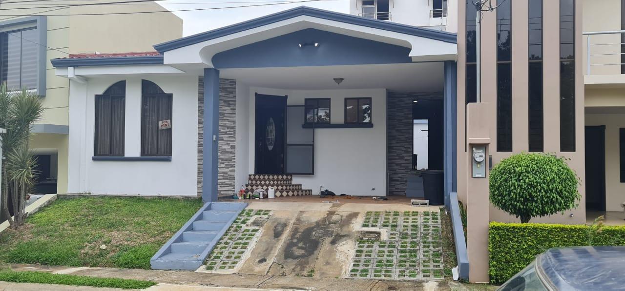 Alquiler de casa en condominio en Alajuela centro, 140 m2, $800=