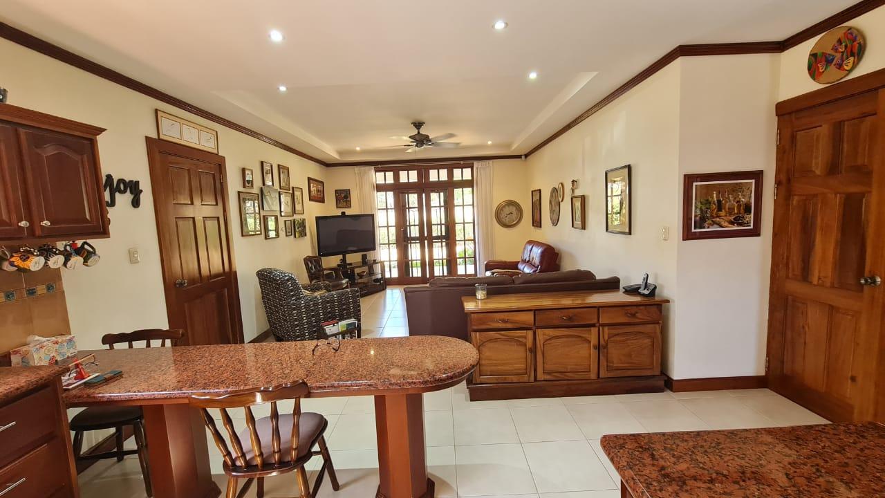 Venta de casa en Hacienda Los Reyes, La Guácima de Alajuela, 911 m2, $340.000=