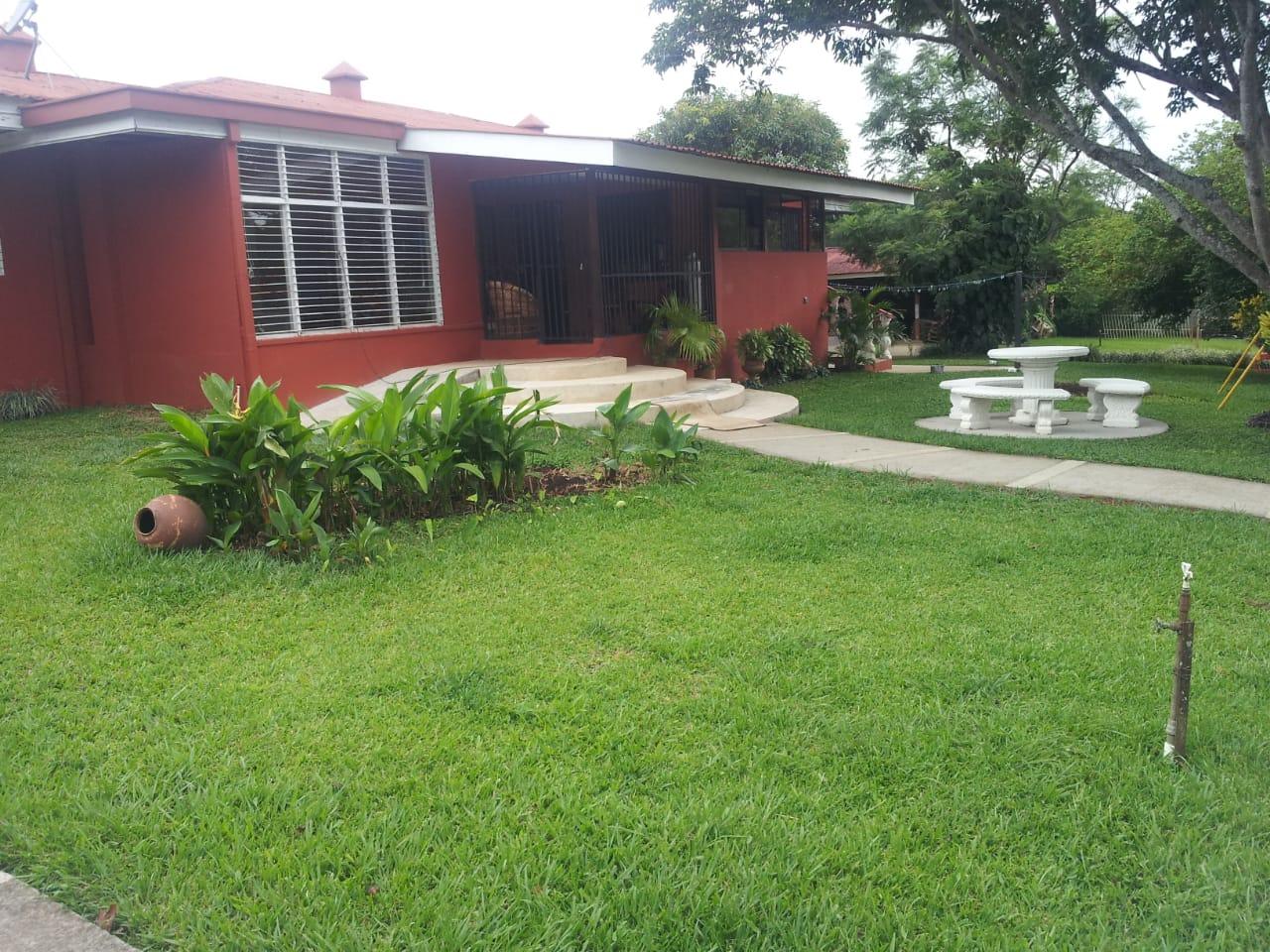 Alquiler de casa en el Coyol de Alajuela, 300 m2, $1.250=