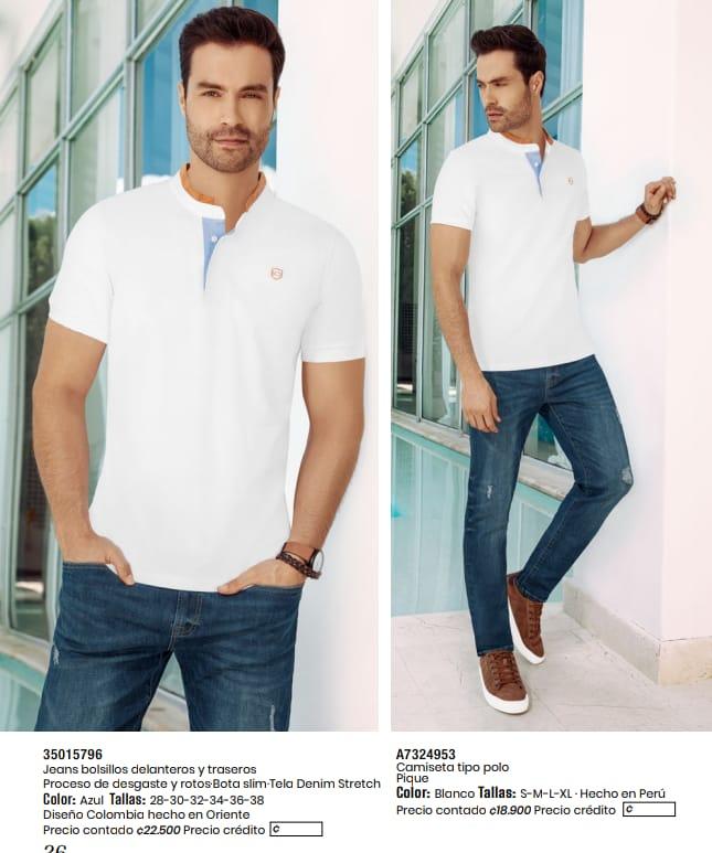 Jeans con bolsillos y camiseta tipo polo.