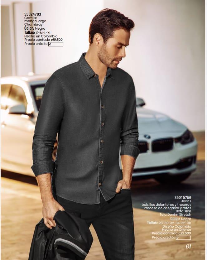 Camisa manga larga y jeans.