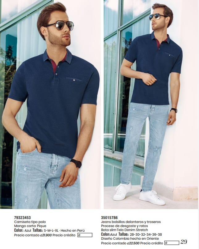 Camiseta tipo polo y jeans.