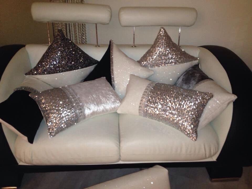 Dale un toque diferente a tus interiores con estos hermosos almohadones