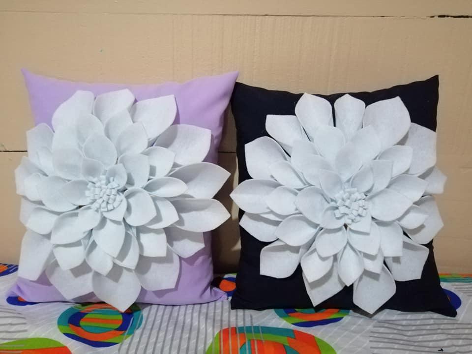 Almohadones con detalle de flores