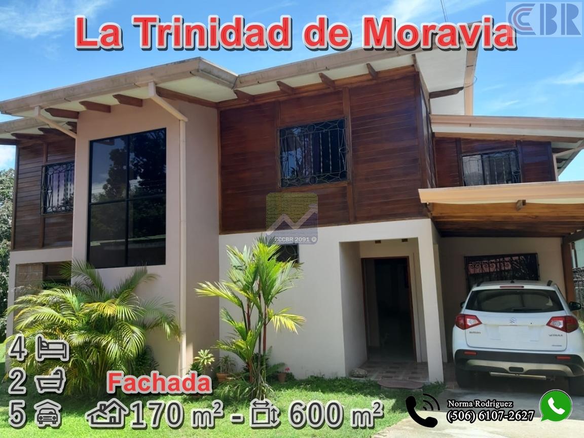 Casa con 4 parqueos en La Trinidad de Moravia
